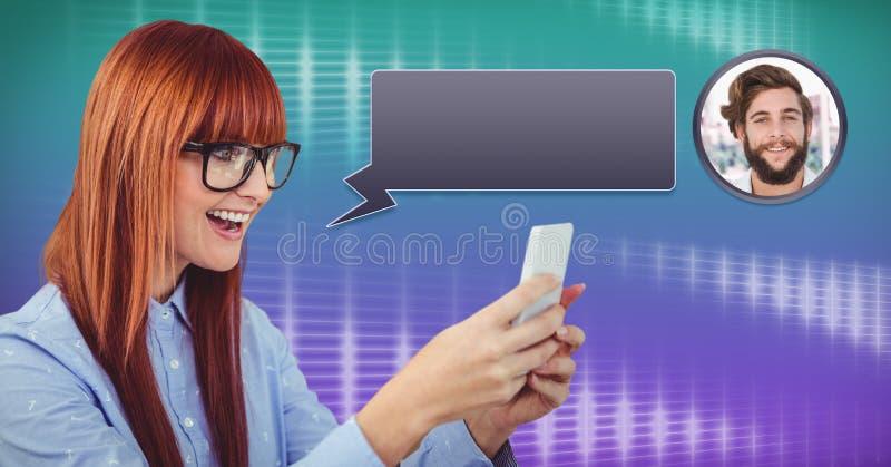使用有闲谈泡影传讯外形的妇女电话 库存图片