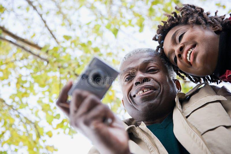 Download 使用照相机的夫妇 库存图片. 图片 包括有 细分, 照片, 欢欣, 破擦声, 成人, 愉快, 投反对票, 异性爱 - 62534077