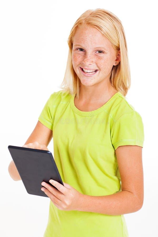 使用片剂的女孩 免版税图库摄影