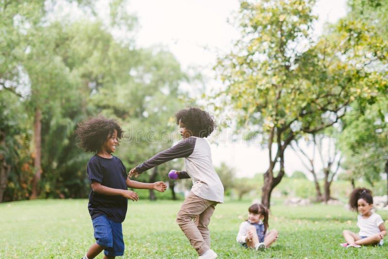 使用的孩子户外 免版税库存照片