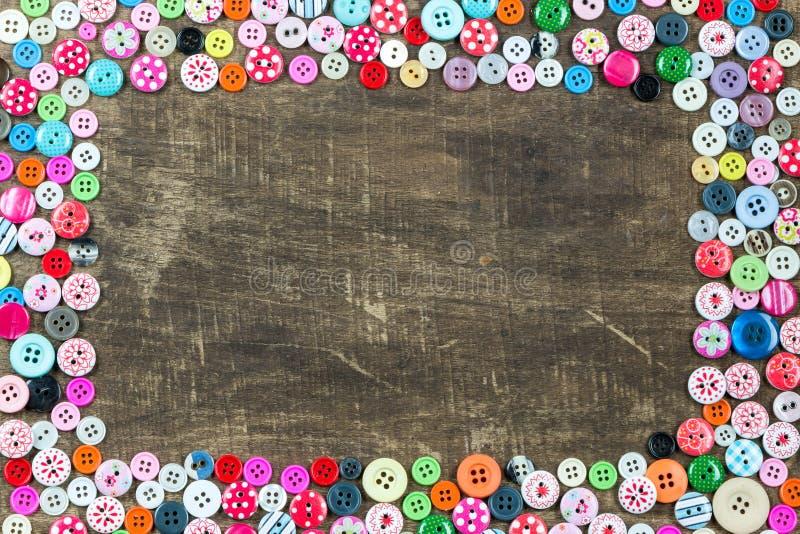使用的按钮的汇集在木背景的 库存照片