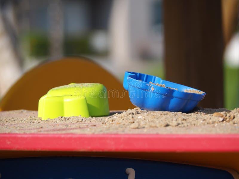 使用的玩具与在沙子 图库摄影