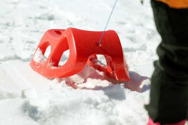 使用的Reb雪撬在雪 免版税图库摄影