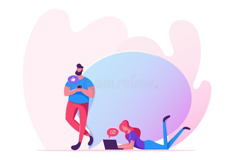 使用网络服务和小配件,聪明的技术的沟通的人在人生中 男人和妇女有智能手机的 皇族释放例证