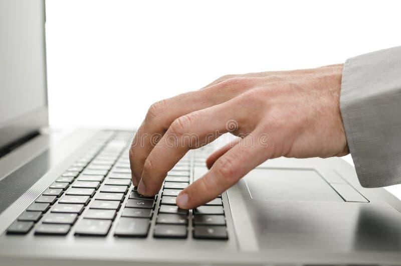 使用膝上型计算机的商人手细节  库存照片