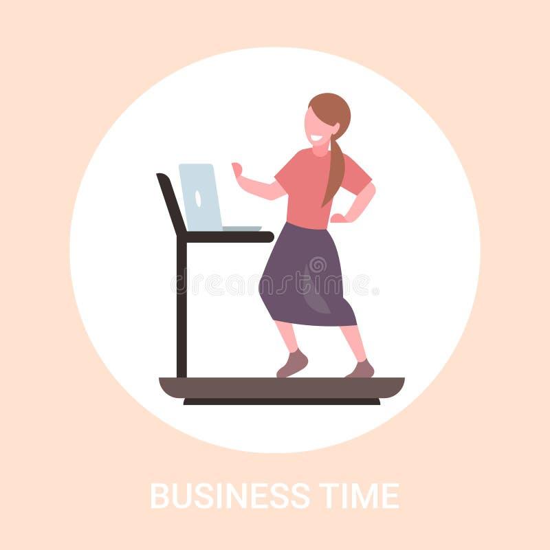 使用膝上型计算机的女实业家运行在踏车女商人锻炼平展全长努力的概念 皇族释放例证