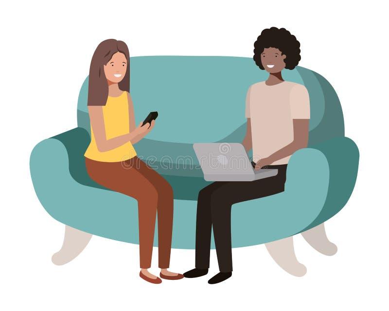 使用膝上型计算机的年轻夫妇在沙发具体化字符 库存例证