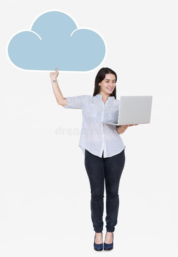 使用膝上型计算机的快乐的妇女和拿着云彩存贮象 库存照片