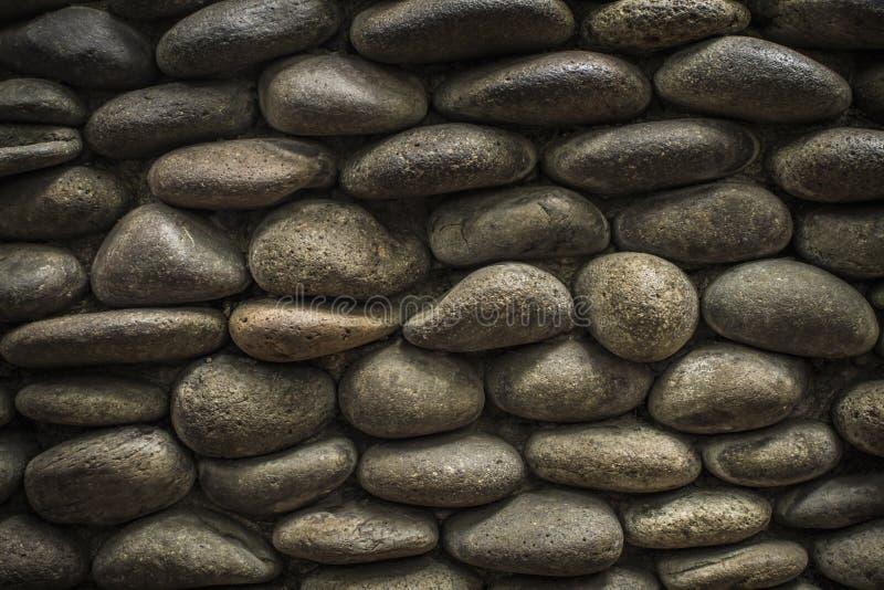 使用自然被环绕的石头的独特的墙壁纹理 库存照片
