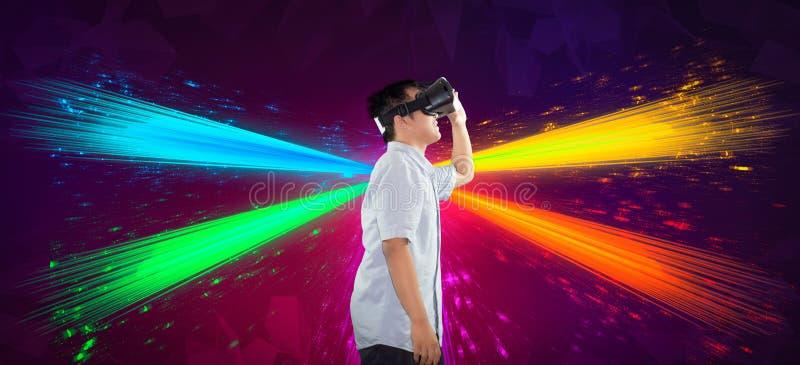 使用虚拟现实侧视图身体的一个千福年的少年 库存照片