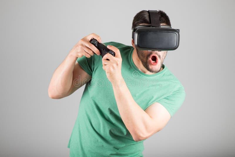 Download 使用虚拟现实玻璃的人 库存照片. 图片 包括有 藏品, 风镜, 愉快, 享用, 赌博, 经验, 兴奋, 未来派 - 72362074