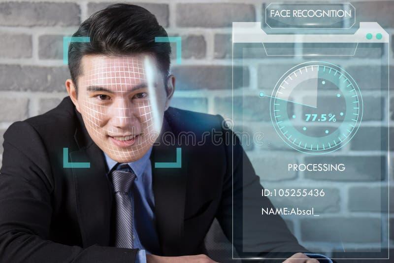 使用面貌识别的商人 免版税图库摄影