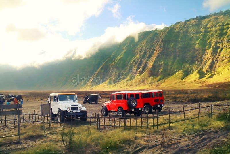 使用4个WD的旅行在布罗莫火山山的路 免版税库存照片