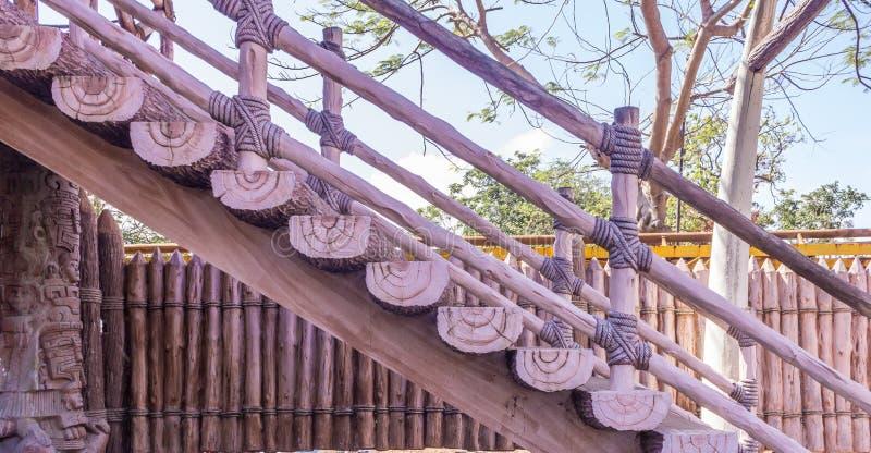 使用绳索被做的木楼梯侧视图,金奈,印度, 2017年2月19日 免版税库存照片