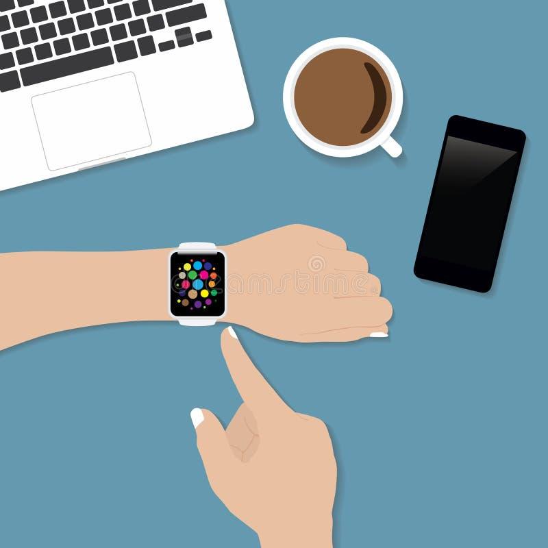 使用smartwatch的手在书桌上 皇族释放例证