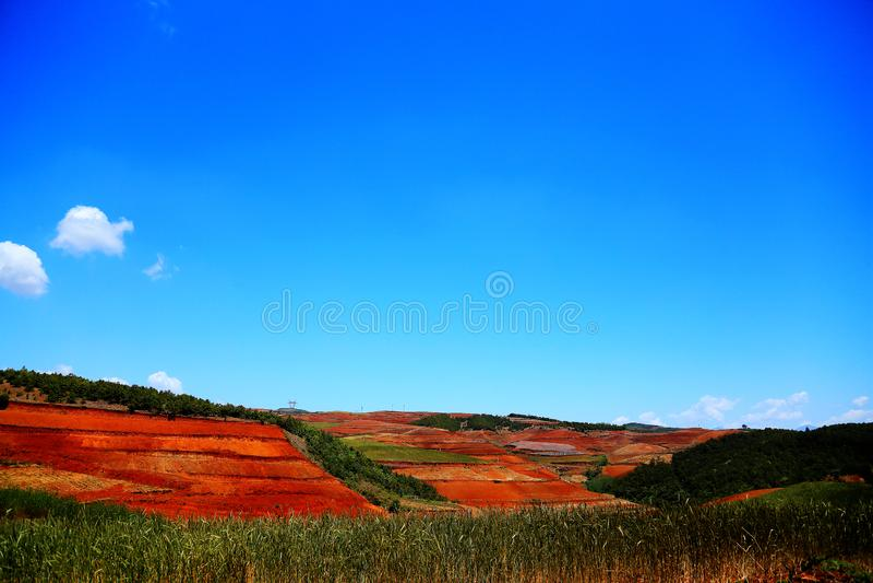 使目炫东川红色土壤风景区 库存照片