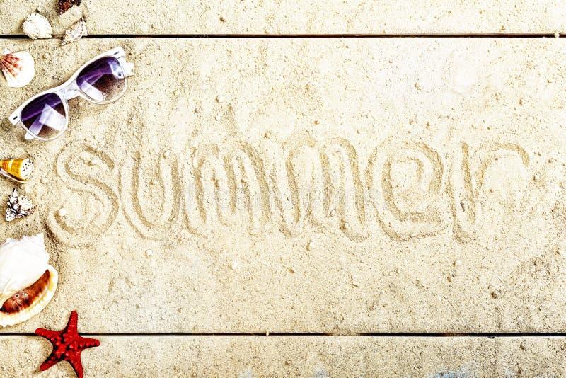 使背景,词夏天,沙子,海滩,夏天,假期靠岸 免版税库存照片