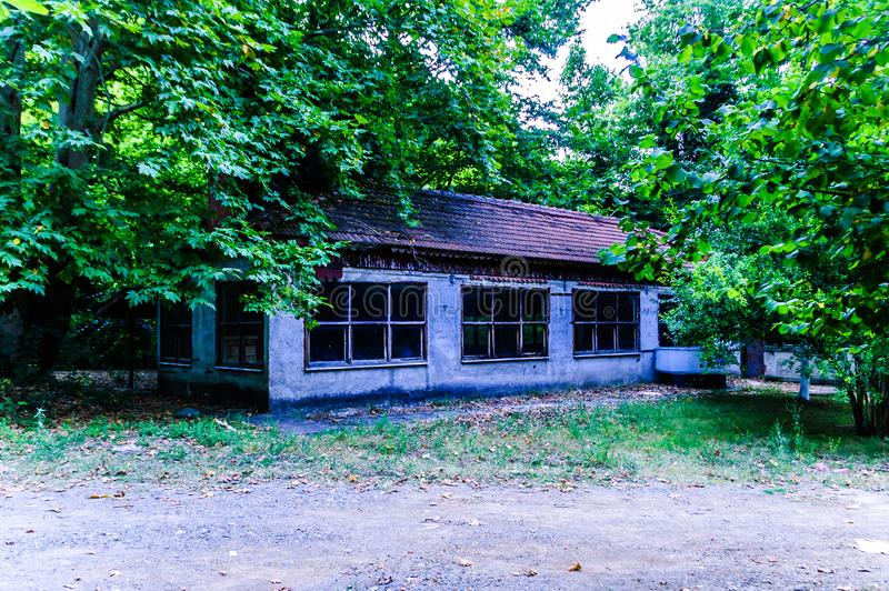 使荒凉的大厦废墟在土耳其乡下森林地  免版税库存图片