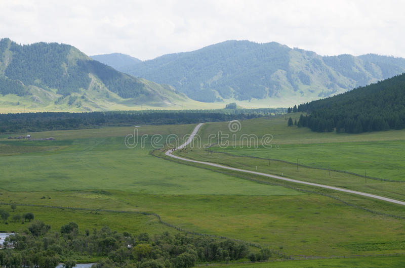 使路环境美化对山taiga和河 库存图片