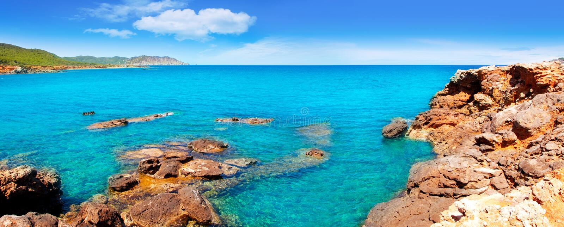 使运河d des en ibiza海岛lleo marti pou靠岸 免版税库存照片