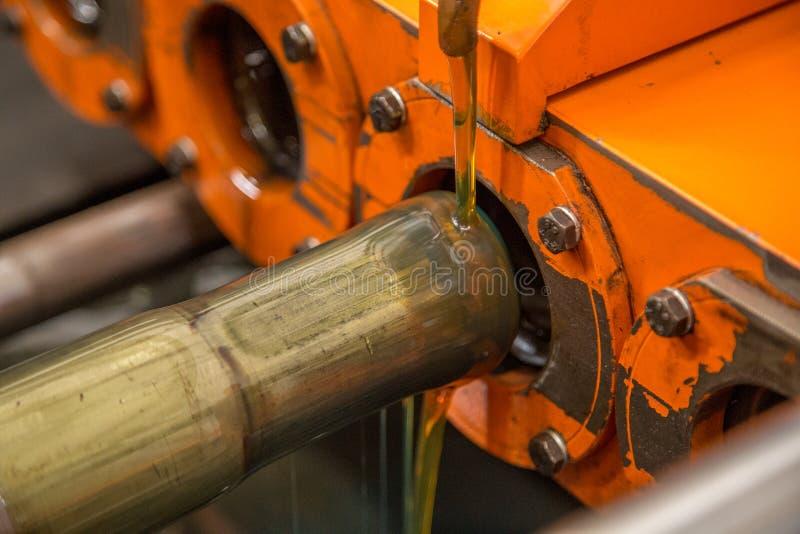 使锅炉机器狭窄的管 图库摄影