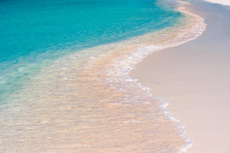 使Cayo靠岸波浪特写镜头缓慢地,古巴 库存图片