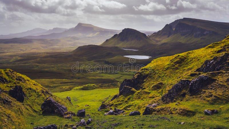 使Quiraing山环境美化看法在斯凯岛小岛,苏格兰高地的 库存图片