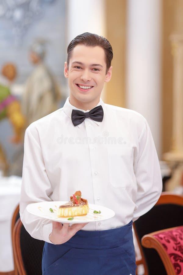 侍者在豪华餐馆 免版税库存照片