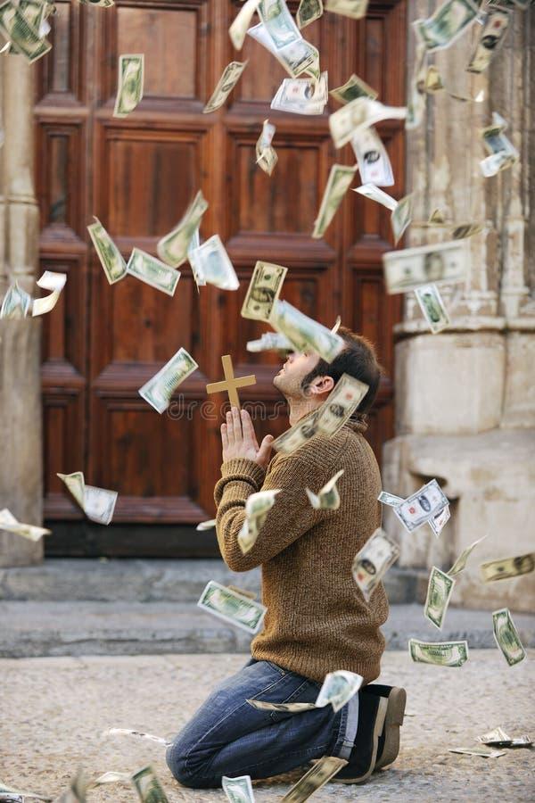 供以人员下跌从天空的祈祷和货币 库存图片