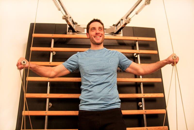 供以人员后面的运作的健身锻炼在不随意运动机器 库存图片