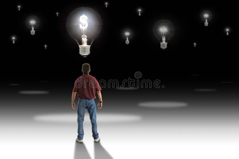 供以人员在电灯泡前面的身分与代表伟大的金钱的发光的金钱标志做想法 免版税图库摄影