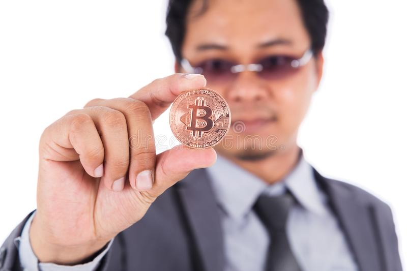 供以人员对古铜色bitcoin手中负被隔绝在白色背景 免版税库存照片