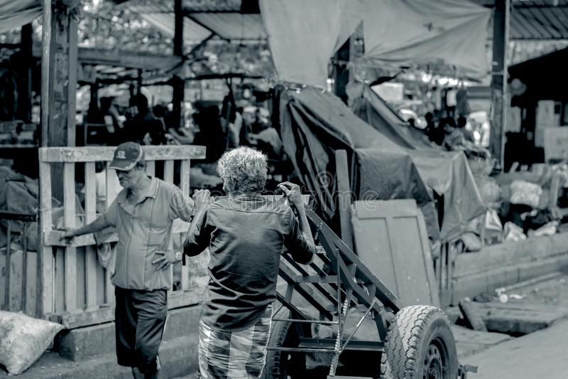 供以人员市场,斯里兰卡的Pettah的街道照片 免版税库存图片