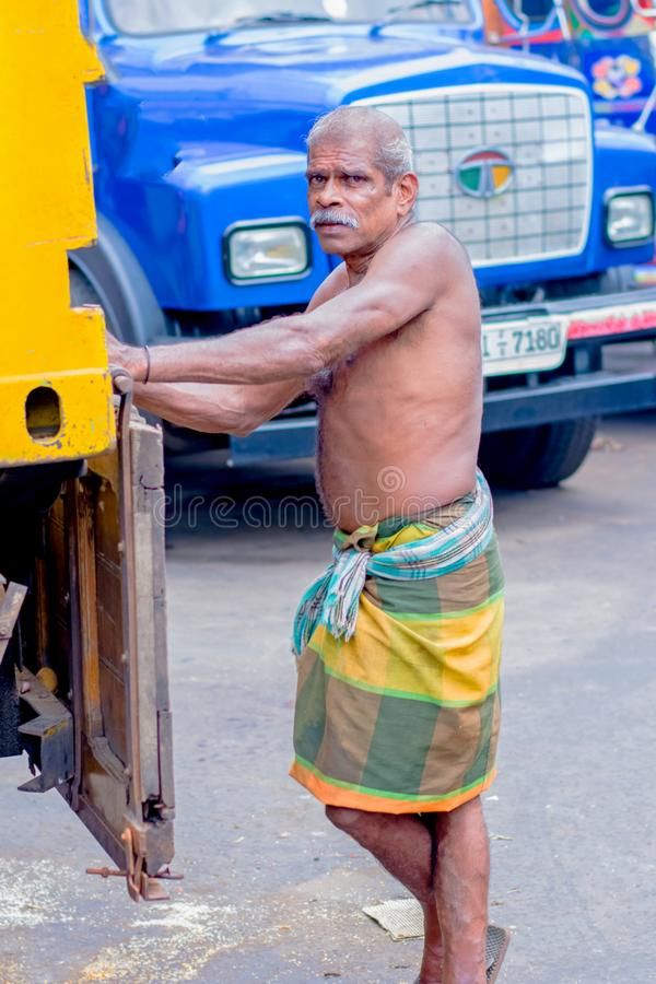 供以人员市场,斯里兰卡的Pettah的街道照片 免版税图库摄影