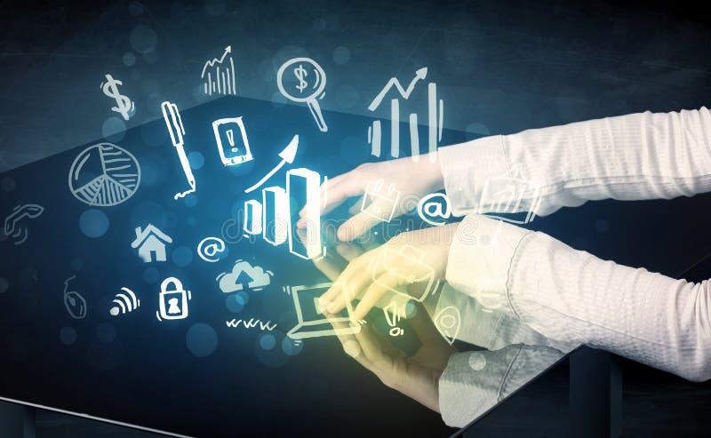 供以人员感人的与企业象的技术聪明的桌 库存图片