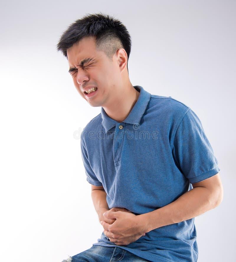 供以人员把他的腹部或肚子疼的手放在白色背景上 免版税图库摄影