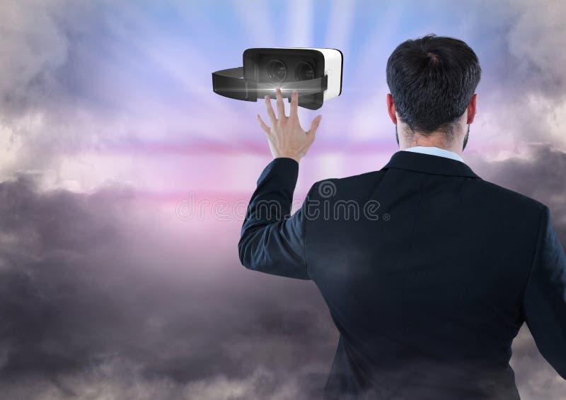 供以人员接触和互动与有转折作用的虚拟现实耳机 免版税库存图片