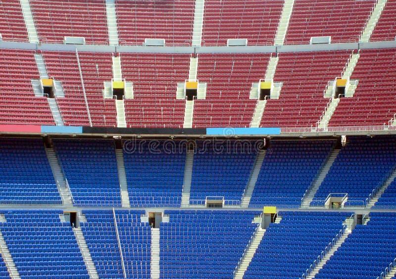 供以座位体育场的行 库存图片
