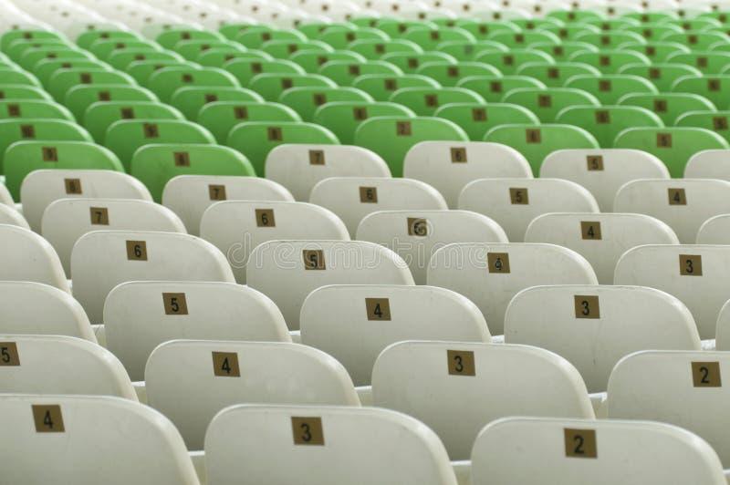 供以座位闲置的体育场 免版税库存照片