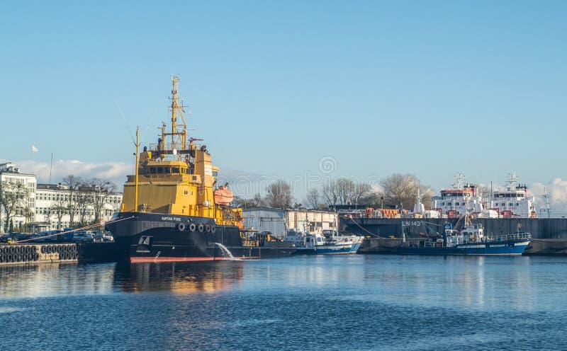 供应小船在港口 库存图片