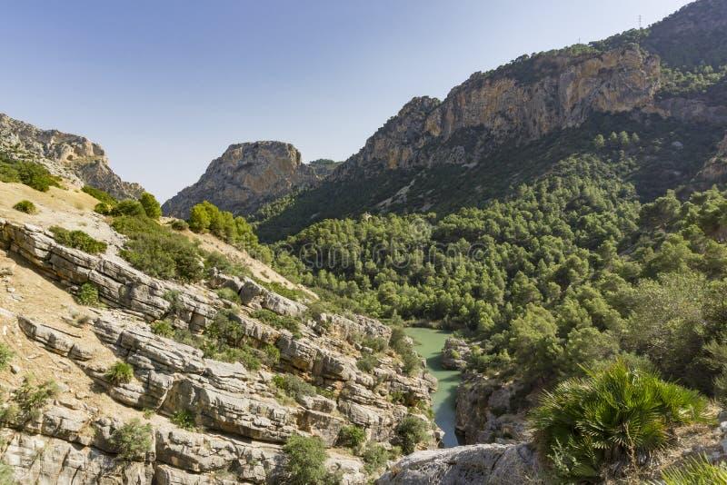 供徒步旅行的小道Caminito del Rey Gaitanes峡谷看法在El Ch的 免版税库存照片