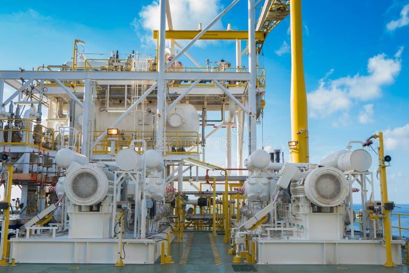 供气助推器压缩机和电动机驱动在近海油和煤气中央处理平台 免版税图库摄影