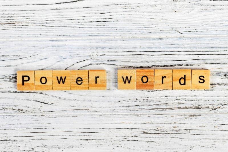 供给用木块概念做的词词动力 库存图片