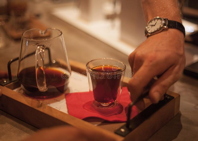 供食的滴水咖啡 免版税图库摄影