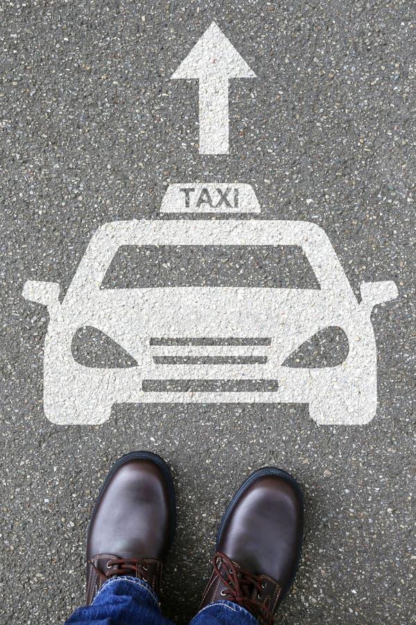 供以人员人出租车象标志商标汽车车街道路traff 免版税库存照片