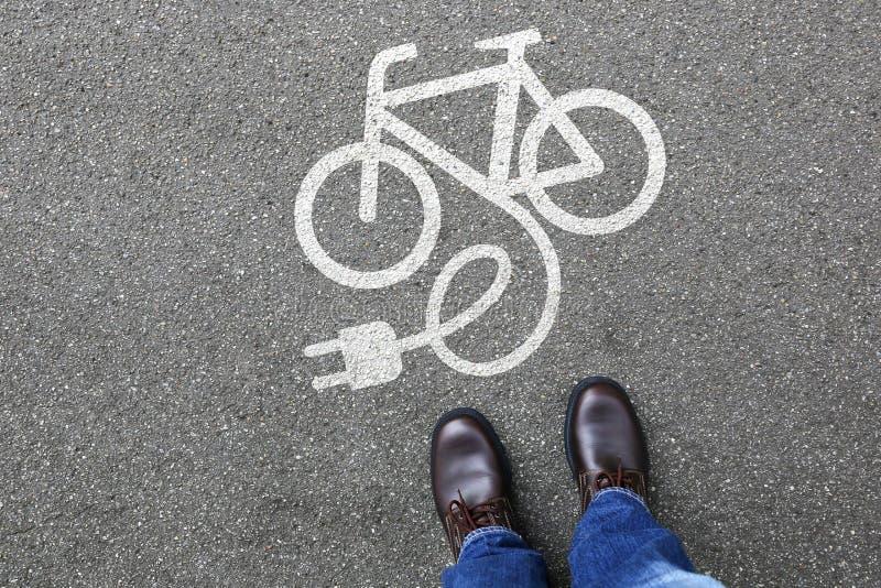 供以人员人E自行车E自行车Ebike电自行车电镀自行车eco 图库摄影