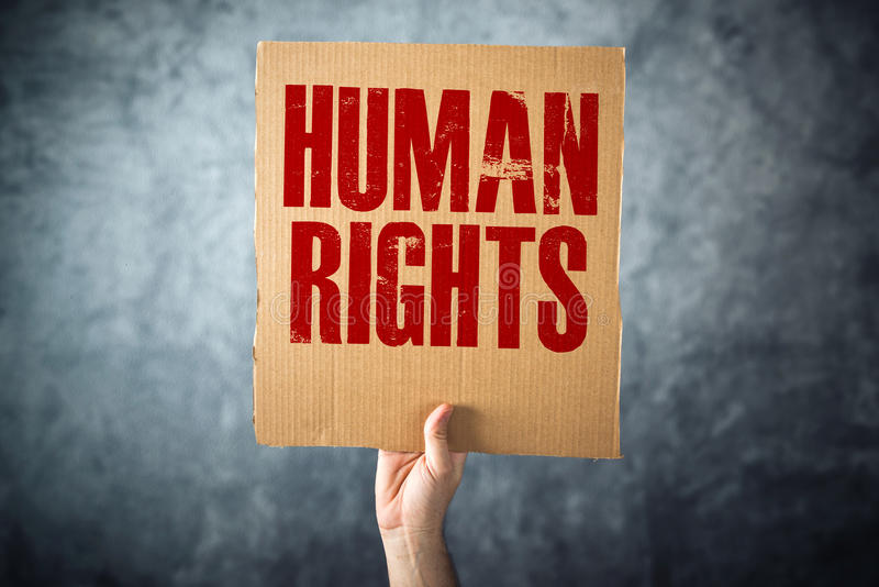 供以人员拿着与人权标题的纸板纸 库存图片