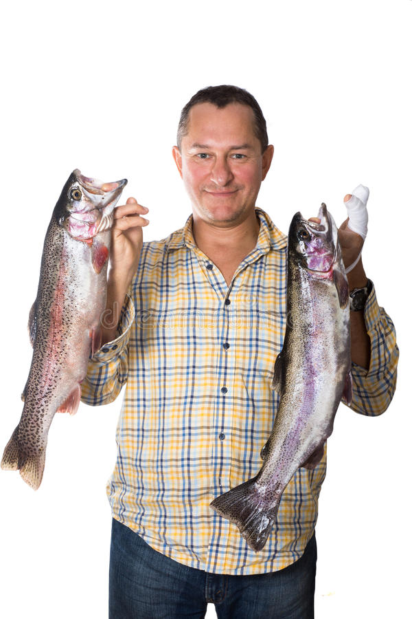 供以人员拿着两大鲜鱼-鳟鱼在手上  免版税库存图片