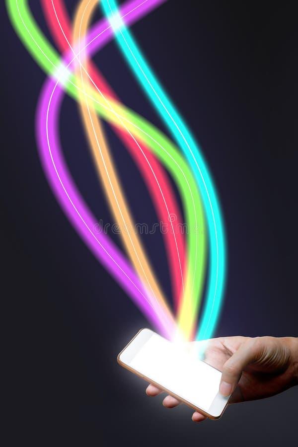 供以人员拿着手机和纤维光学轻的网络 免版税库存照片