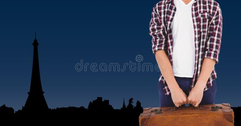 供以人员拿着有埃佛尔铁塔的手提箱在背景中 图库摄影